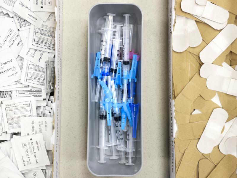 براساس دادههای مرکز کنترل بیماری های آمریکا، بیش از 92 میلیون دوز کووید 19 در سراسر ایالات متحده تزریق شده است.
