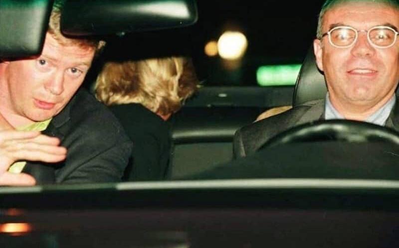 پرنسس دیانا، به همراه محافظ خود، راننده و نامزدش در خودرویی که تصادف کرد.
