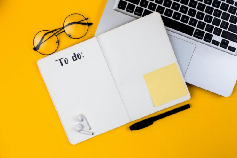 اگر استفاده از کاغذ برای شما مفید و راحت است، یک فهرست کار کاغذی ساده هم هیچ مشکلی ندارد!