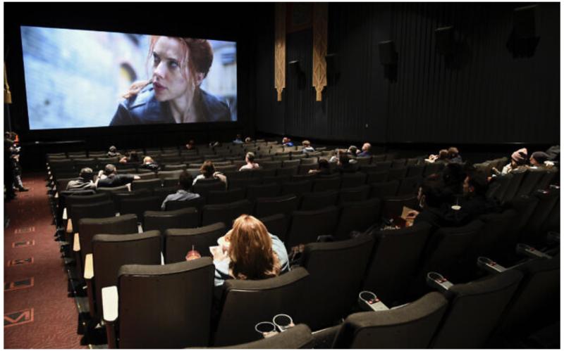 صنعت سالنهای سینما رو به زوال است و باید راهی برای تکامل نحوه تماشای فیلم وجود داشته باشد.