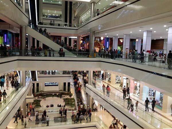 فروشگاه های بزرگ در موقعیت تجاری