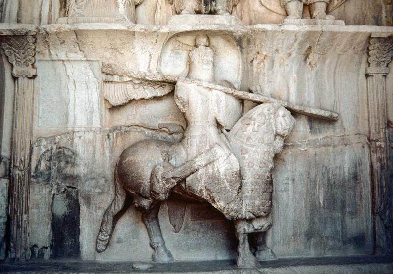 نقش برجسته ی خسرو دوم در طاق بستان