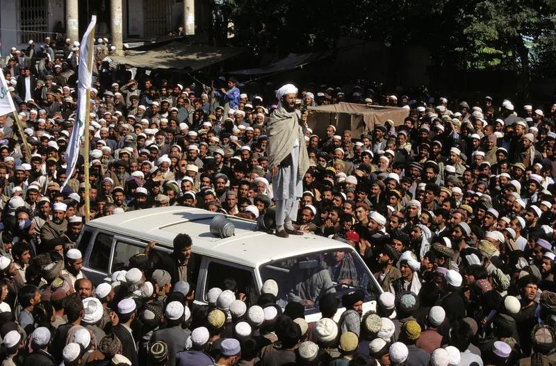 تجمع طالبان در کابل ، اکتبر 1996.