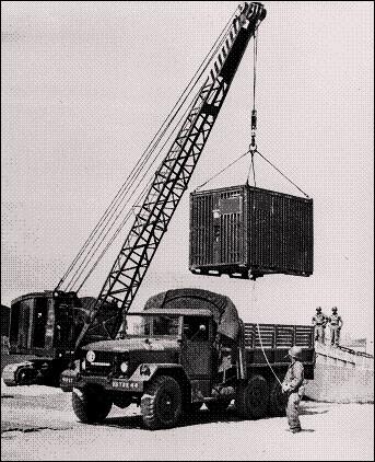 تصویری قدیمی از یک نمونه کانکس-باکس اولیه مربوط به ارتش ایالات متحده