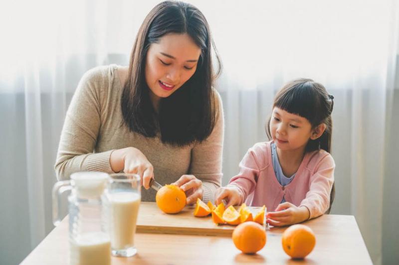 پرتقال حاوی ویتامین C است که یک آنتی اکسیدان شناخته شده است.