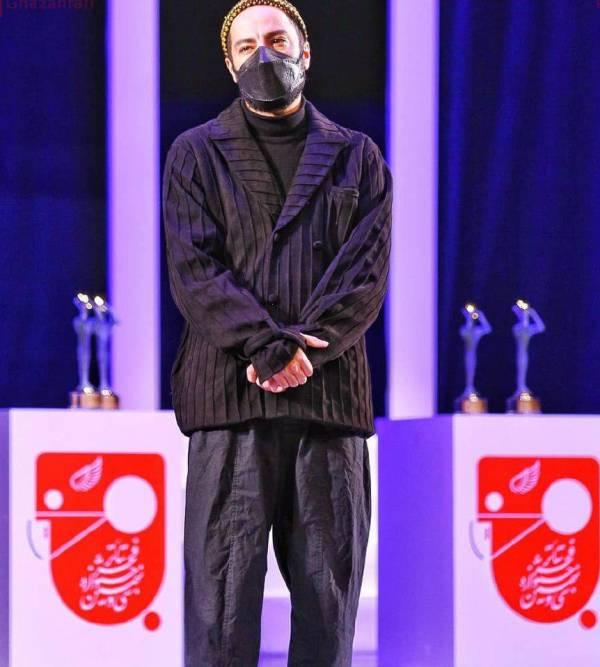 مدل لباس متفاوت نوید محمدزاده در جشنواره تئاتر فجر