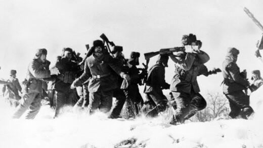 سربازان چینی در نزدیکی مرز شوروی مستقر می شوند.