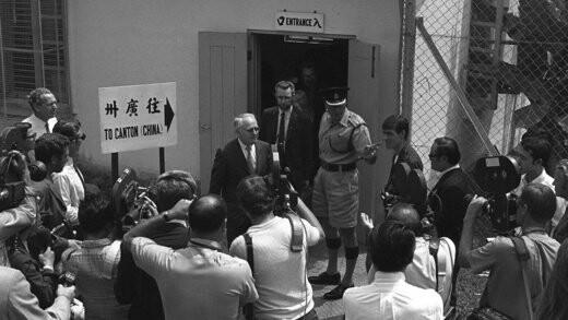 اعضای تیم پینگ پنگ ایالات متحده پس از ترک چین با خبرنگاران دیدار میکنند.