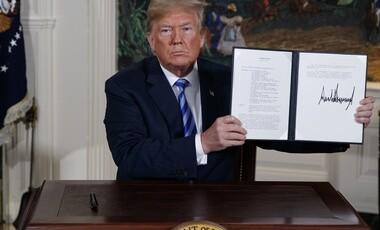 امضای دستور خروج آمریکا از برجام توسط دونالد ترامپ